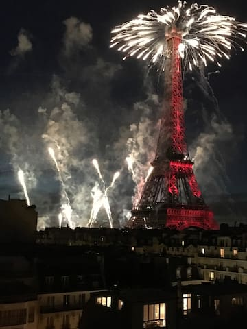 Feu d'artifice vu du balcon
