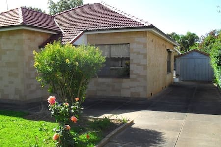 Holiday Accommodation - Melrose Park - Hus