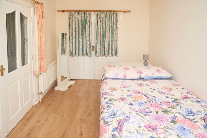 DNC5  Lovely and bright room close to city centre