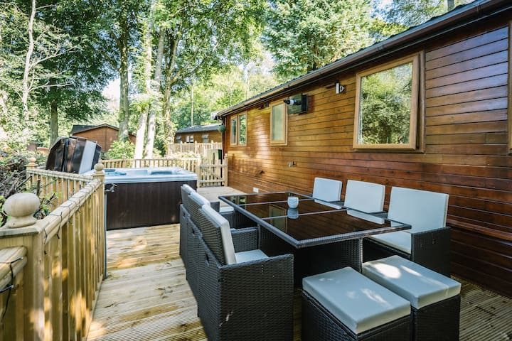 Angle Tarn Lodge with hot tub. - Windermere  - Kabin