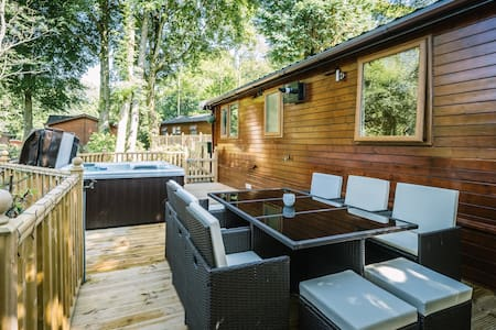 Angle Tarn Lodge with hot tub. - Windermere