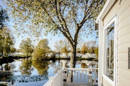 Hoburne Kingfisher Lodge on Fishing Lake