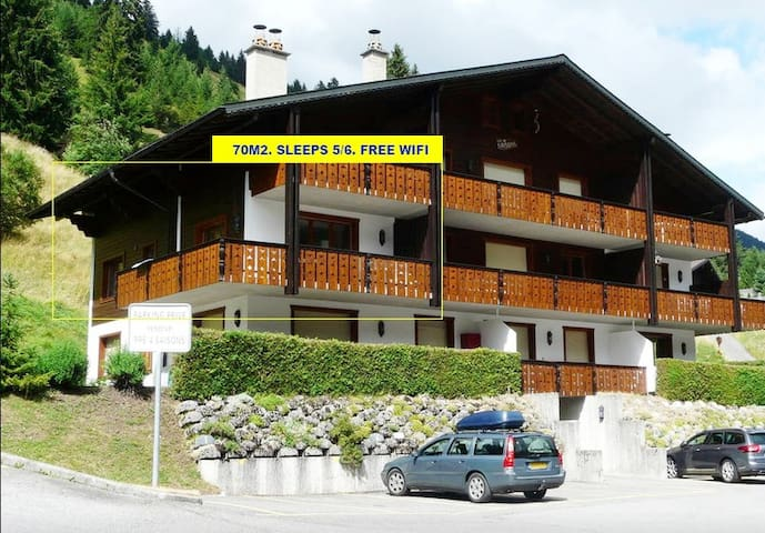 Charming CHALET APARTMENT. Sleeps 5 (max 6). Wifi.