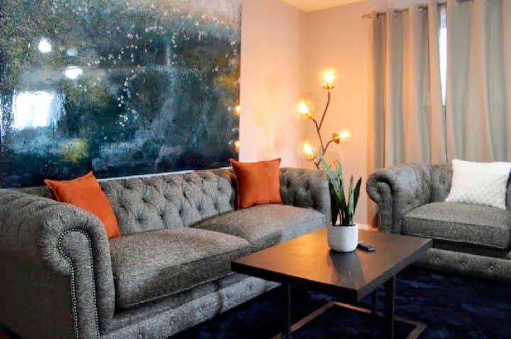 Vibrant; 2BDR Apartment Near Midway Airport & DT