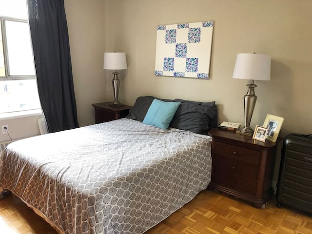 Large charming private apartment on King Street