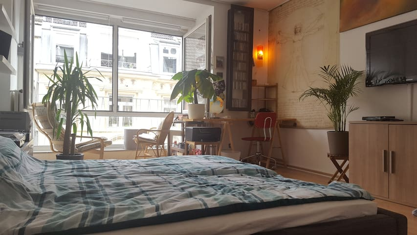 Spacious room in heart of southern part of town - Köln - Flat