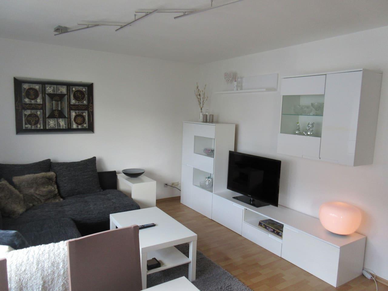 Wirklich hübsche möblierte 2-Zimmerwohnung mit Balkon und Einbauküche