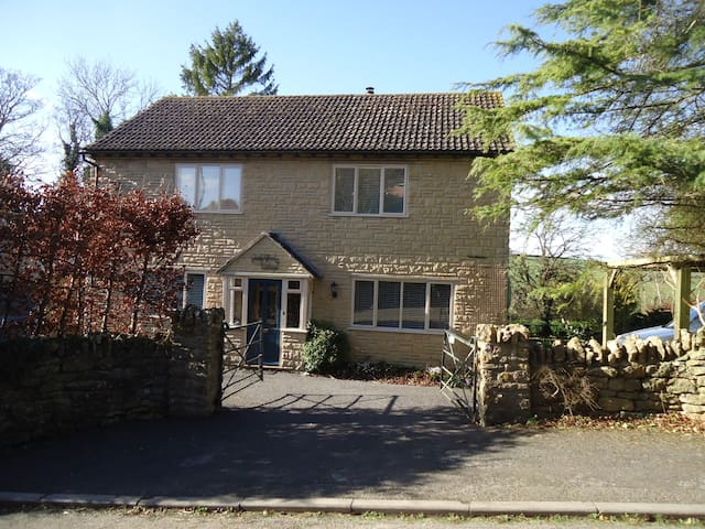 Swatchford Cottage - Milborne Port - Talo