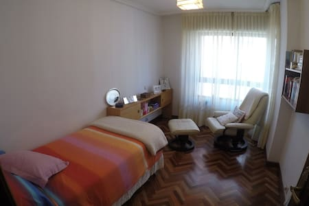 Bedroom and bathroom, in flat with private garage - Palencia - Apartment