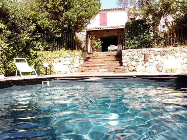 Villa avec piscine et jardin idéalement située - Grasse - Casa