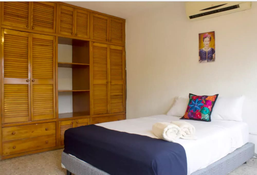 frida kahlo room with a c in downtown cancun h user zur. Black Bedroom Furniture Sets. Home Design Ideas