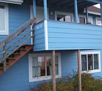 Eagle Bay Vacation Rentals/ Dave's Cave - Gold Beach