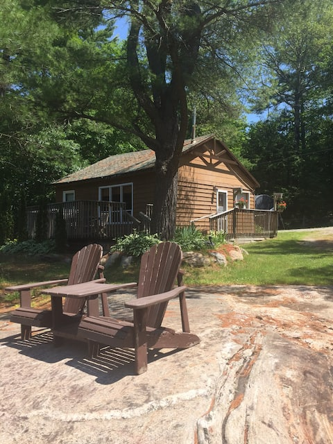 Guest Cottage on small lake with Sandy Beach!