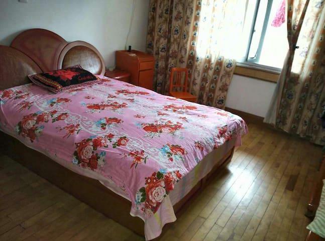 湖北省红安县县城中心、民主街闹中取静的舒适净爽房间 - Huanggang Shi - Pis