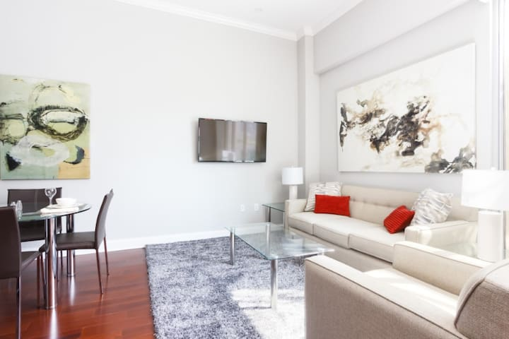 Modern 1 BR Condo 10-Min Walk to PPG Paints Arena