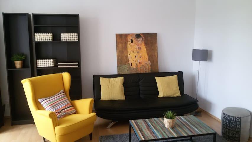 Heart of Mitte Stylish flat