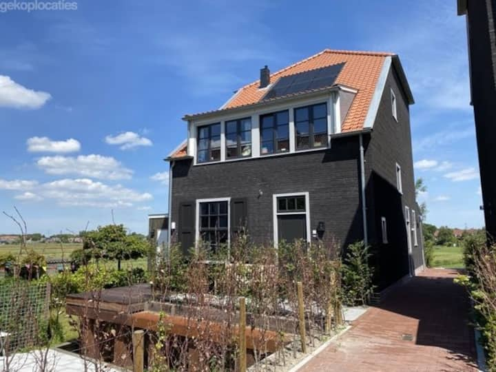 Villa next to a polder near Amsterdam City center