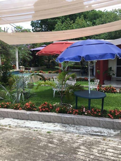 Relájate en la áreas verdes de Villas del Tajín