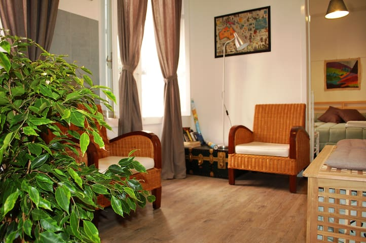 Double Room with Large Balcony & Private Bathroom - Ragusa - Bed & Breakfast