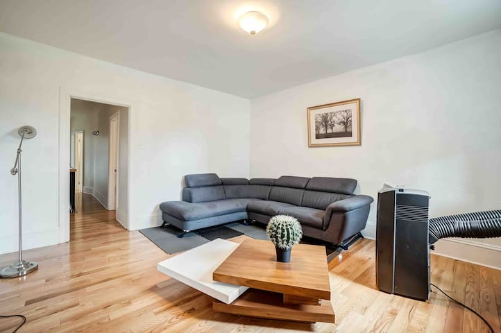Beautiful apartment in heart of dt byward market