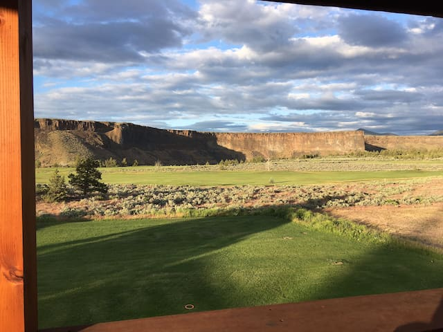 Overlook Lodge at Crooked River Ranch.