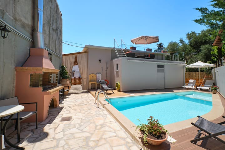 Chara Villas with 20m2 swimming pool-BBQ!