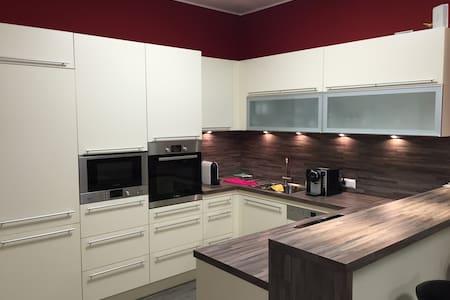 Moderne Doppel & Einzelzimmer - Lienz - Appartement