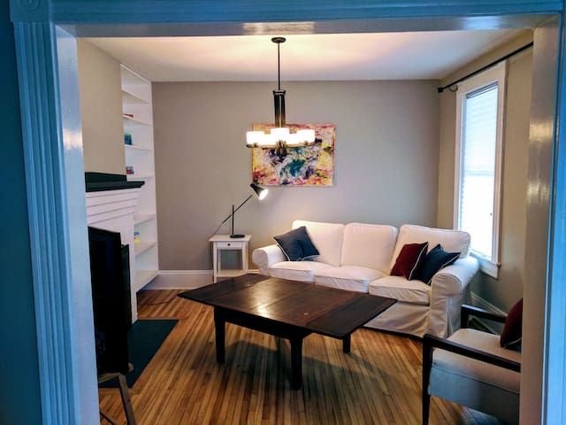 Heart of Downtown next to Queen Sq Park & Market - Fredericton - Huis