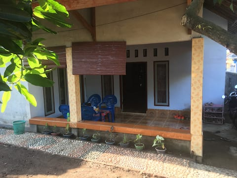 Single Traveller Room near Lombok Airport Praya