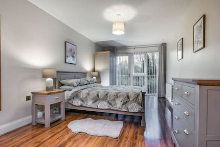 Bright, Airy & Stunning 2BR Apt w/ Free Parking