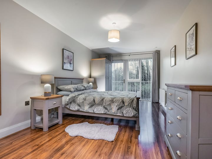 Stunning 2BR/2BA Luxury * Perfect for Longer Stays
