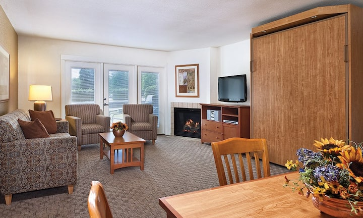 Comfy 1 bedroom Grand Lake Condo