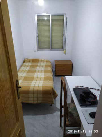 Habitación en Albacete familiar y perruna.