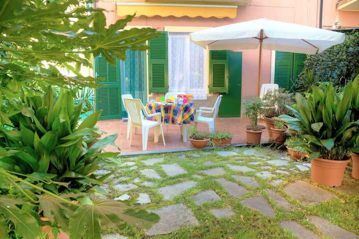 Casa Mary - For 4 people, in centre, 5 minutes from beach and station to Cinque Terre 11017LT0132