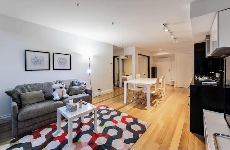 Spacious Cozy Melbourne Apartment w/ FREE parking
