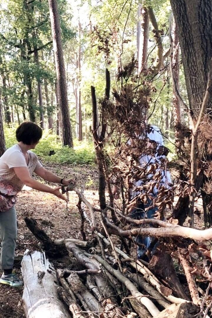 Wir bauen ein Waldsofa.
