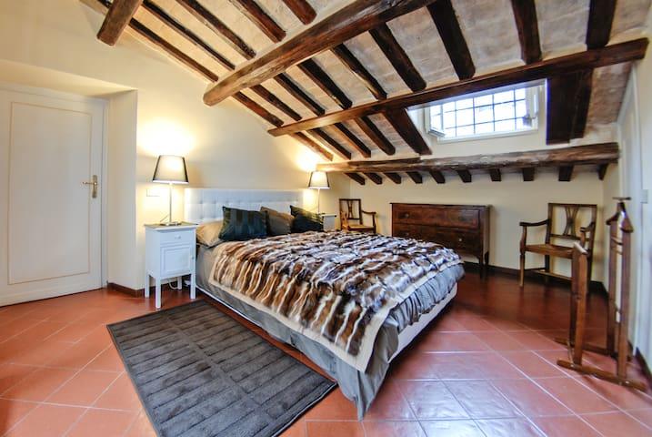 Bedroom N.2 (King Size Bed)