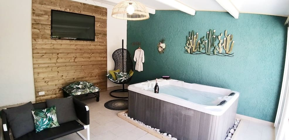 Cosy Cocoon whith private jacuzzi