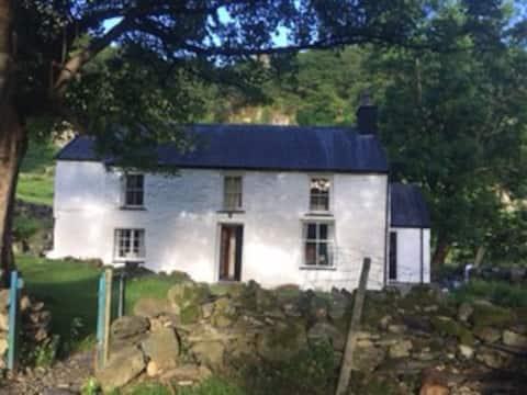Cwm y Wrach Cottage, Nant Peris LL55 4UH