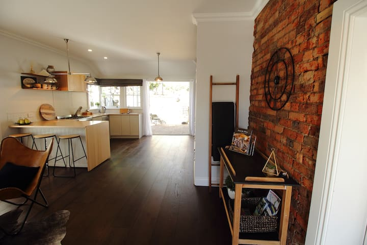 Bluestone Cottage close to CBD Home away from Home - Launceston - House