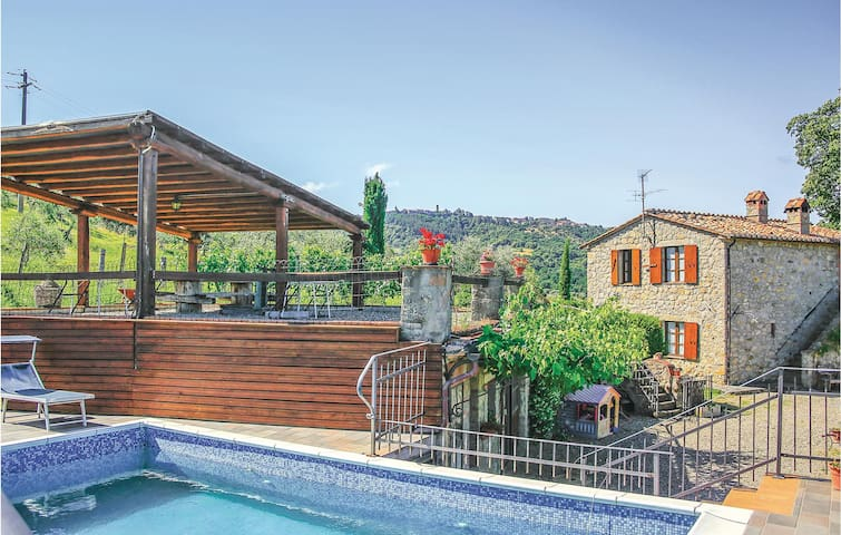 Holiday cottage with 4 bedrooms on 116m² in Castel del Piano GR
