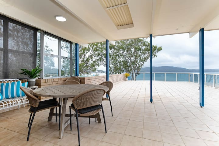 1 'Kooringal', 105 Soldiers Point Road - waterfront unit wth aircon