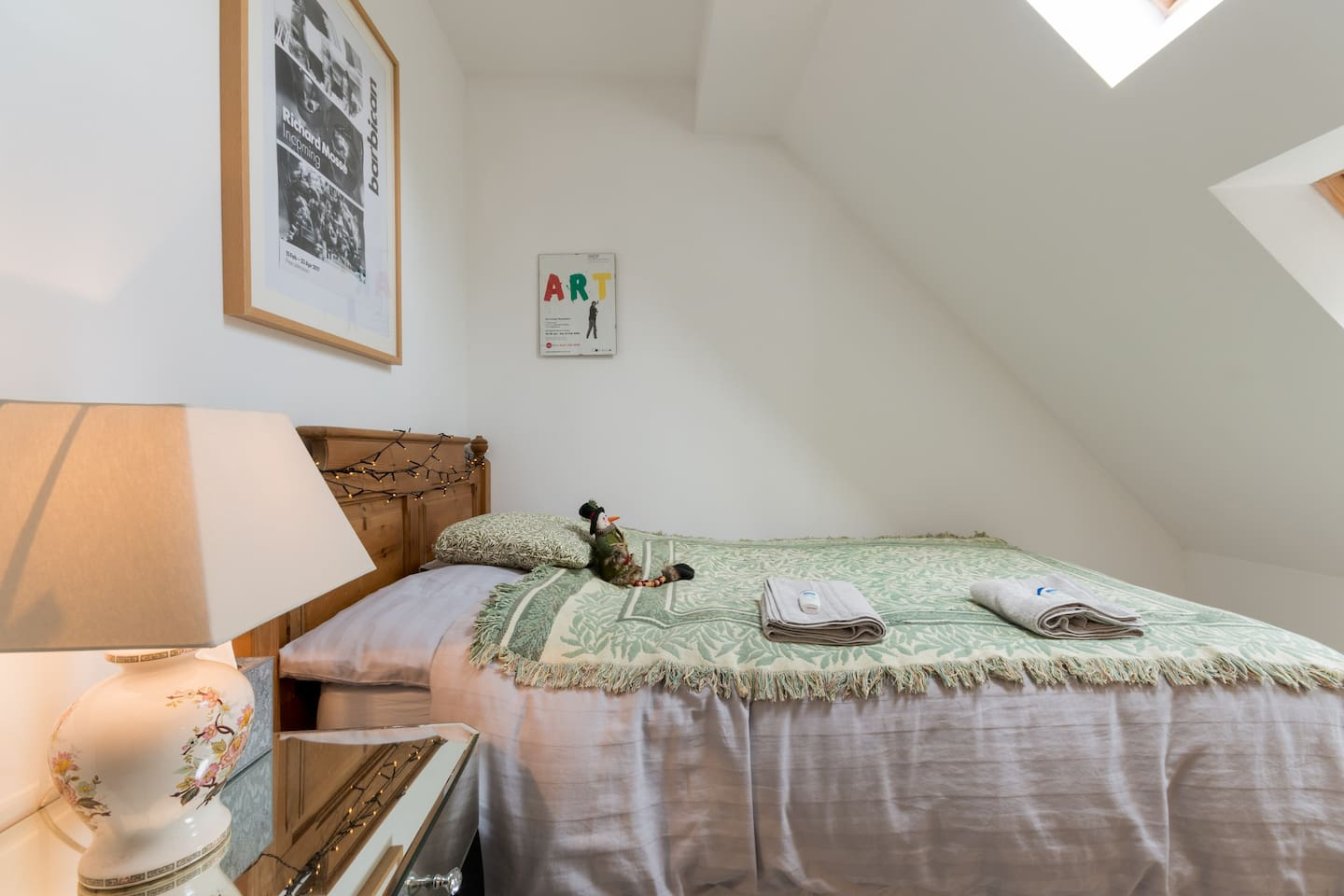 A separate small bedroom with standard size double bed can be available as an adjoining bedroom to the master for extra guests (groups of 3 or 4 people in size- booking into the master). Twin beds can also be available (please check before booking)