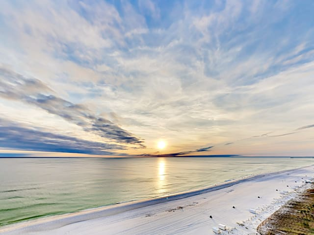 Incredible Gulf views await from your 9th-floor wraparound balcony.