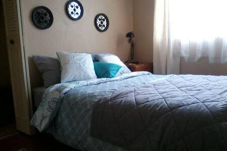Private Room in a Scenic Coastal Home - 戴利城