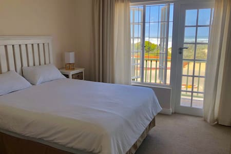 Self Catering Beach Cottage Unit 8 Sea view