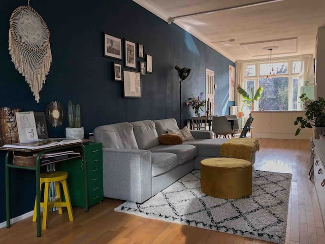 Central located spacious app. in hip A'dam East