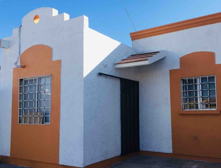 Casa completa en calle semiprivada cerca de UACH