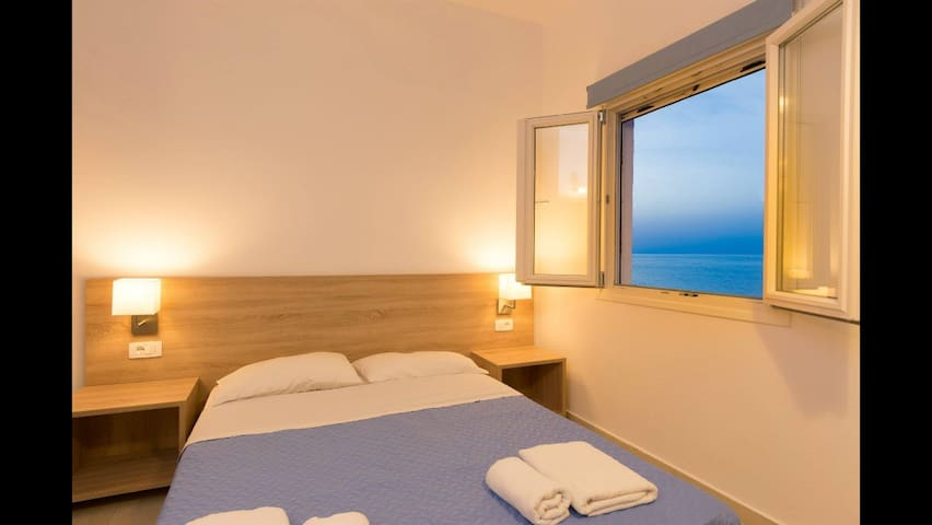 Socrates 4 per apartment - Milatos Beach - Bed & Breakfast