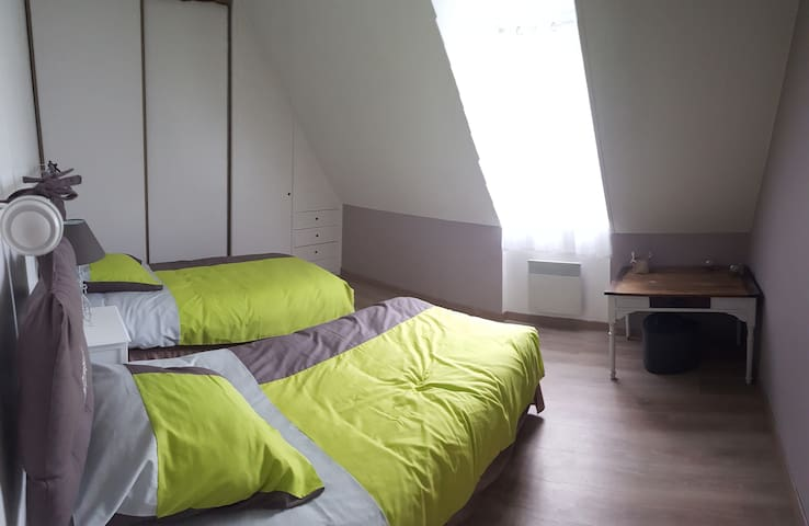 Chambre avec deux lits de 90 au 1er étage